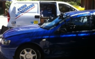 Mobile windscreen repair and replacement service